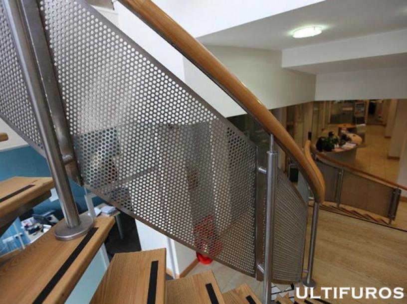 Chapas Perfuradas para corrimões de escadas